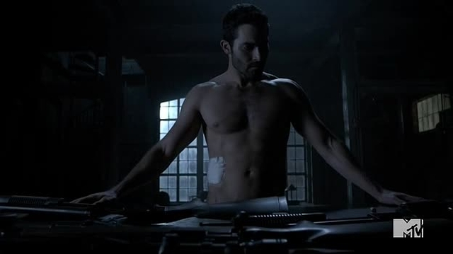 Celeb Hunk Tyler Hoechlin Shirtless