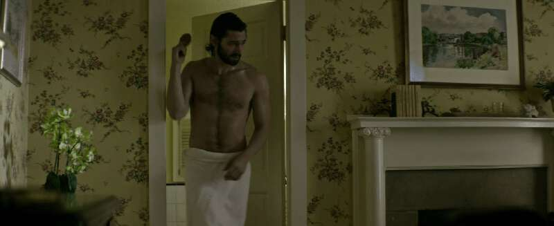 sexy actor Michiel Huisman shirtless in a towel